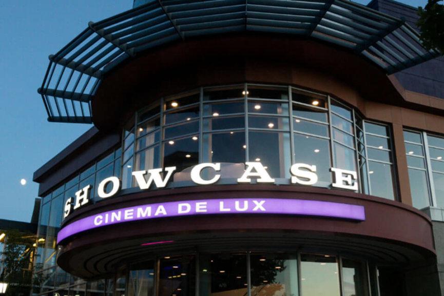 The entrance of the Showcase Cinema De Lux